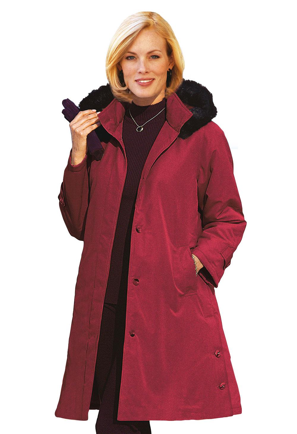 Femme ronde en manteau