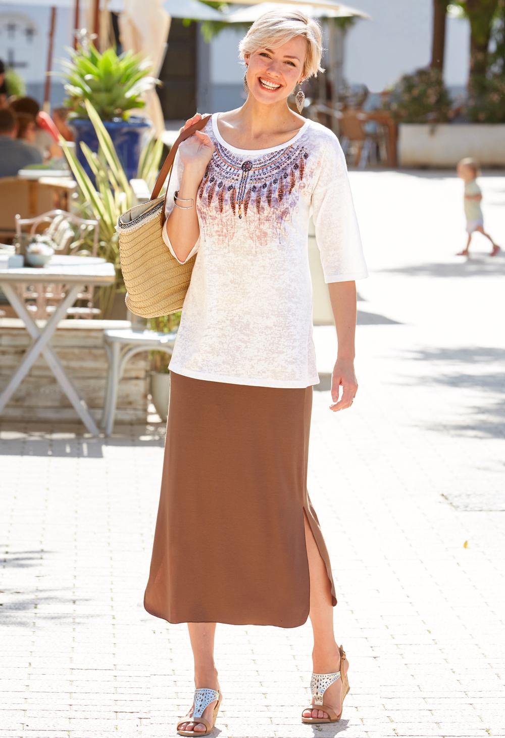 077a0cf447d9a Le look ethnique chic en tunique, jupe longue et sandales